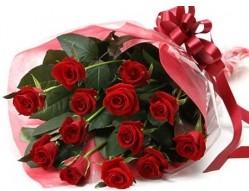 Balıkesir anneler günü çiçek yolla  10 adet kipkirmizi güllerden buket tanzimi