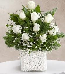9 beyaz gül vazosu  Balıkesir çiçek satışı