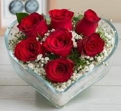 Kalp içerisinde 7 adet kırmızı gül  Balıkesir çiçek gönderme sitemiz güvenlidir