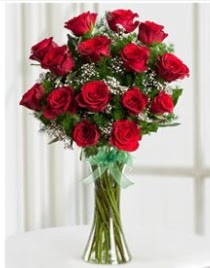 Cam vazo içerisinde 11 kırmızı gül vazosu  Balıkesir anneler günü çiçek yolla